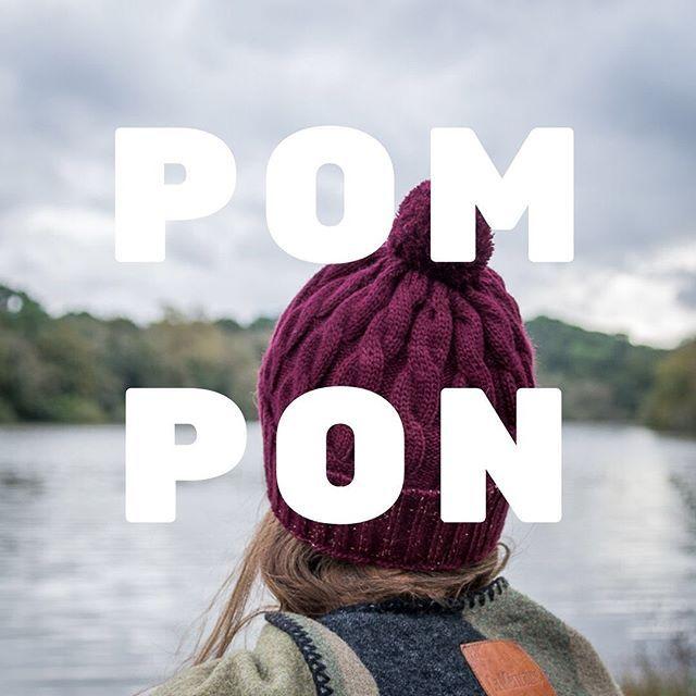 Vous vouliez des pompons sur nos bonnets ?? Et bien voilà les pompons sur nos bonnets !!!! 🔥🔥 Nos nouveaux bonnets à pompons arrivent avec le froid et les températures qui baissent ! Prune, noir, beige... pleins de belles couleurs pour cet hiver, avec un pompon bien sur 😉❄️🇫🇷🙆🏼♀️🙆🏻♂️ #bonnets #bonnet #pompon #madeinfrance🇫🇷 #madeinfrance #fabricationfrancaise #fabriqueenfrance #marquefrançaise #beanies