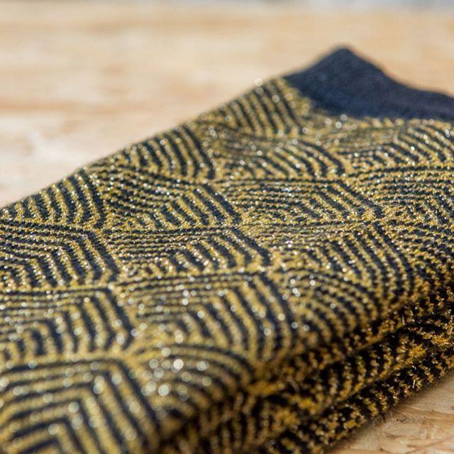 Les ventes vont bon train pour nos chaussettes Rosa noire ! Je sais pas ce qu'elle vous a fait mais sachez que notre stock ne tiendra pas jusqu'à Noël !! 💣🎁😍 #chaussettes #madeinfrance #fabricationfrancaise #socks #marquefrancaise #glitter #paillettes #createurfrancais