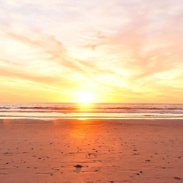 Et boom. Rien de plus à dire. 😍 ✨🌊 merci @miarritz pour la 📷 #sunsetlover #bidart #coucherdesoleil #paysbasque #euskadi #ocean #oceanlover #ilovearsene