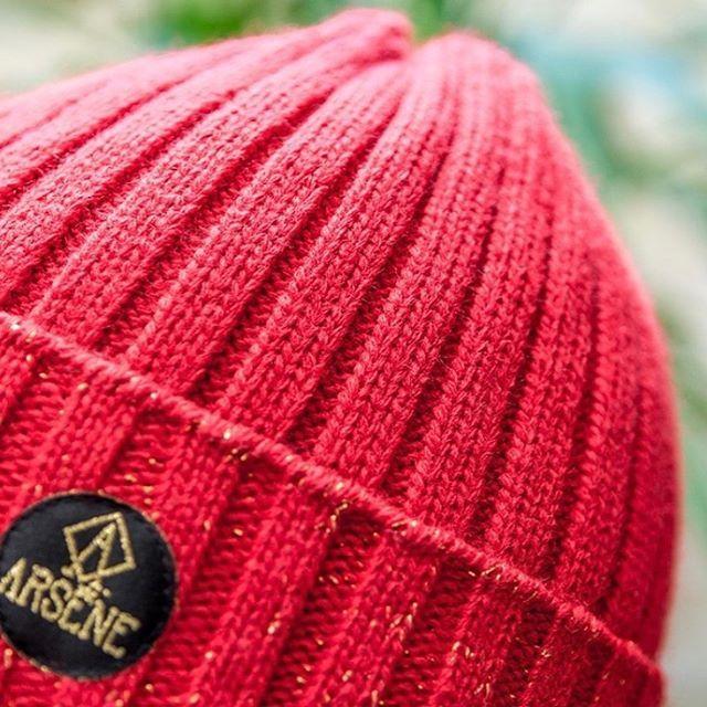 Nos jolis bonnets Gustave rouge sont disponibles en ligne et chez @pepiteko ! Fabriqués en France bien sur ✊🏻🇫🇷❄️🎁 #bonnets #beanie #madeinfrance #fabricationfrancaise #marquefrancaise #createurfrançais #enmodebasque #pepiteko