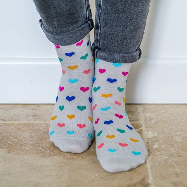 ❤️🧡💙💜 Elles sont pas troooop bien nos chaussettes Petits Cœurs ?? À porter tous les jours dans ce monde de brutes. 🎄🎁❄️🇫🇷 #chaussettes #socks #coeur #madeinfrance #fabriqueenfrance #marquefrancaise #createurfrancais