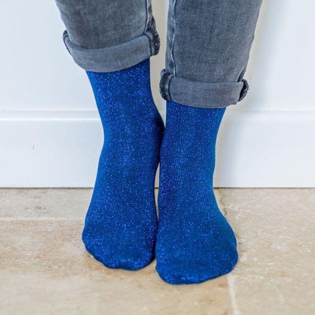 Nos chaussettes classiques bleu électrique et noires sont de retour en stock ! Simple et efficace ! ⭐️😍🇫🇷 #chaussettes #Madeinfrance #fabricationfrancaise #marquefrancaise #createurfrancais #socks #chaussettesaddict #socks #glitter