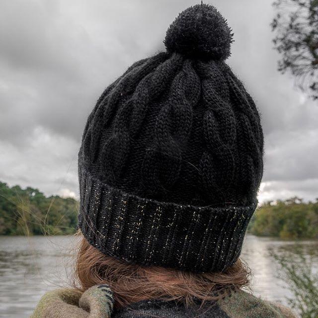 ❄️Les premiers flocons commencent à tomber ❄️ On a le froid qui pique et la goutte au nez, ça tombe bien chez Arsène on a plein de jolis bonnets ! 😉🤩💥 #bonnet #bonnets #beanie #madeinfrance #fabricationfrancaise #marquefrançaise #createurfrançais #bonnetfrançais #enmodebasque
