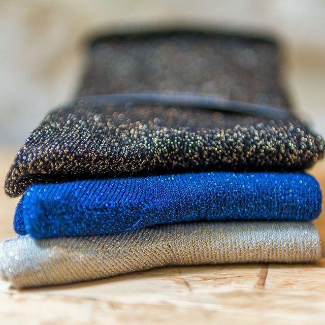 C'est peut être une petite idée cadeau à glisser au pied du sapin ça non ? ❄️🔥🎄🎁 #chaussettes #socks #glitter #madeinfrance #fabricationfrancaise #marquefrancaise #createur #createursfrancais