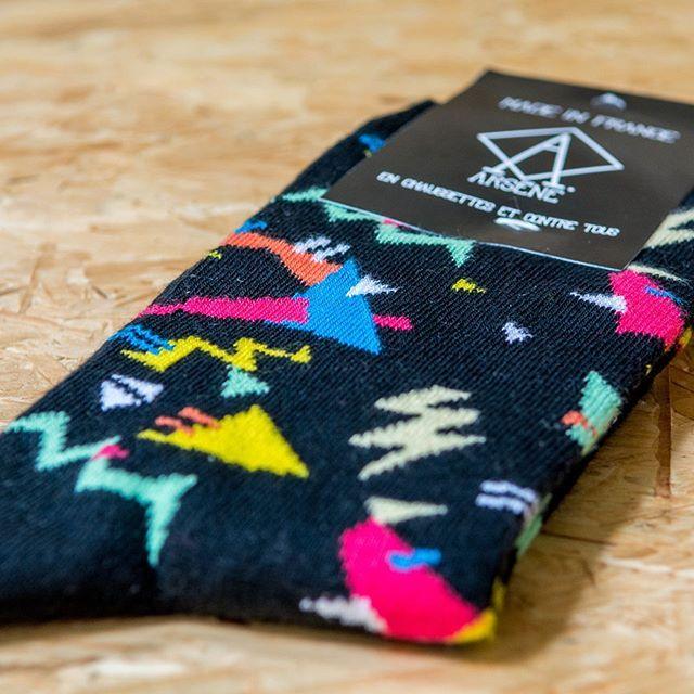 ⚡️❌🌀 Nos chaussettes Shake 🌀❌⚡️ ATTENTION ! J'attire votre attention sur le fait qu'il ne reste que quelques jours pour vous assurer la livraison de votre commande avant Noël ! 🎁🎄🎅🏼🤶🏻 #chaussettes #socks #madeinfrance #fabriqueenfrance #fabricationfrançaise #enmodebasque #marquefrançaise #cadeaunoel #cadeaux #parkerlewis